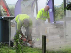 Installation of new bus shelter (1) - 18 08 2016